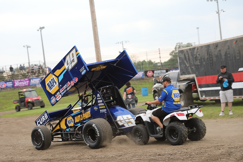 Brad Sweet World of Outlaws Fairbury American Legion Speedway pushing off