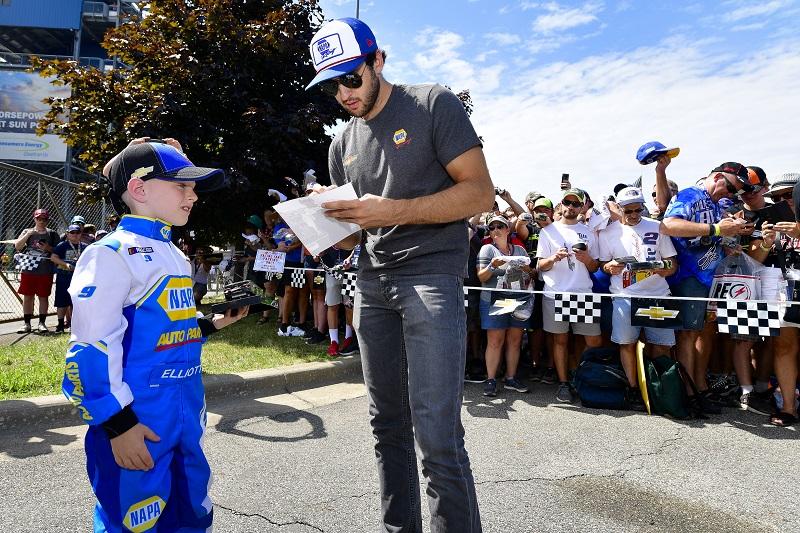 #9: Chase Elliott, Hendrick Motorsports, Chevrolet Camaro NAPA AUTO PARTS meet and greet