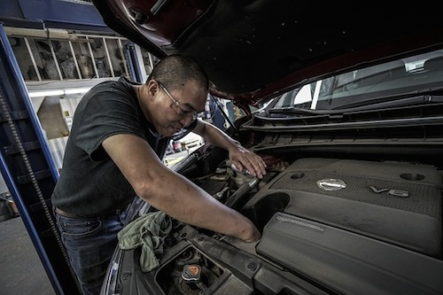 https://pixabay.com/photos/auto-repair-oil-change-oil-auto-3691963/
