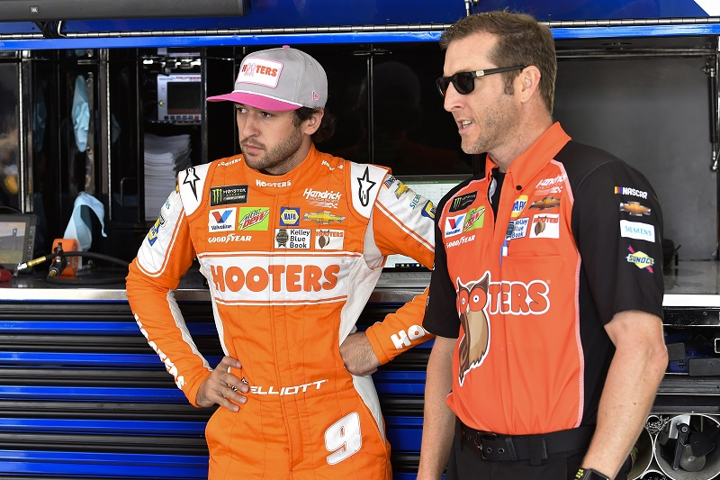 #9: Chase Elliott, Hendrick Motorsports, Chevrolet Camaro Hooters Give a Hoot and Alan Gustafson