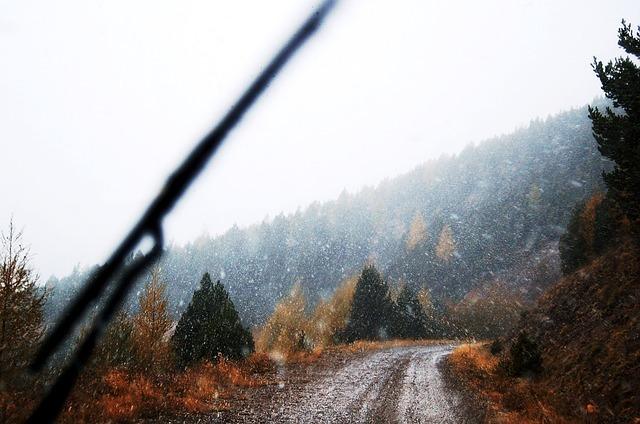 https://pixabay.com/photos/mountain-road-snowing-snow-winter-123883/