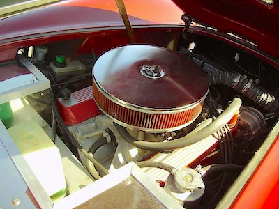 Engine air filter (https://commons.wikimedia.org/wiki/File:V8_automobile_engine1.jpg)