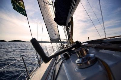 https://pixabay.com/photos/boat-sail-sailboat-sea-ship-water-1867124/