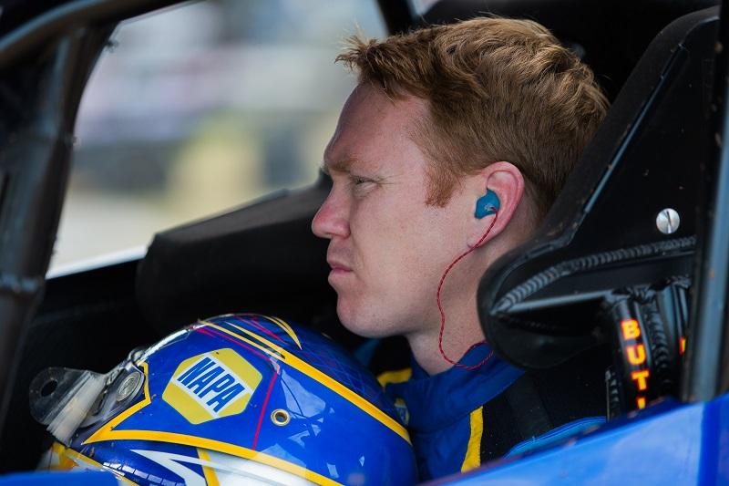Brad Sweet NAPA AUTO PARTS 49 Outlaws sprint car Beaver Dam 2020 win