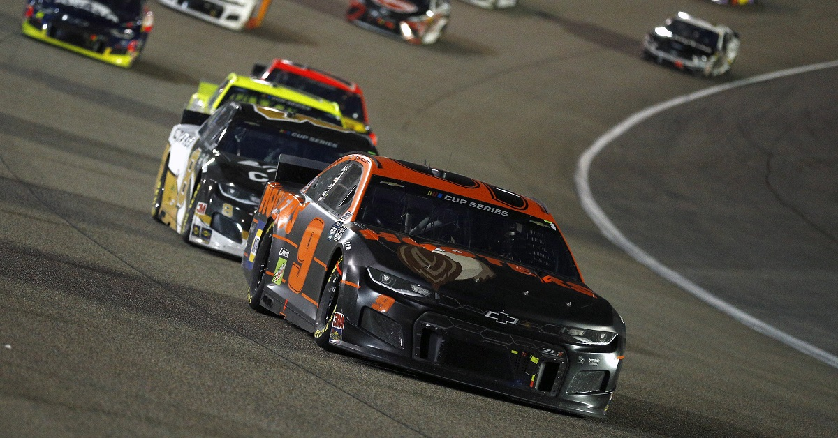 HOMESTEAD, FLORIDA - JUNE 14: Chase Elliott, driver of the #9 Hooters Chevrolet, leads a pack of cars during the NASCAR Cup Series Dixie Vodka 400 at Homestead-Miami Speedway on June 14, 2020 in Homestead, Florida. (Photo by Michael Reaves/Getty Images)
