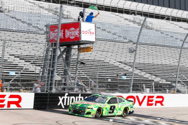 #9: Chase Elliott, Hendrick Motorsports, Chevrolet Camaro Mountain Dew/Team Rubicon green flag start