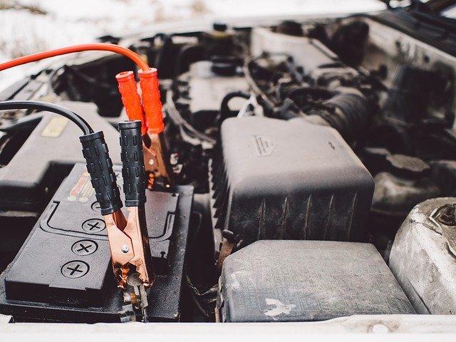 https://pixabay.com/photos/jumper-cables-battery-engine-car-926308/