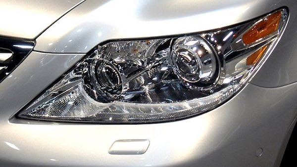 https://commons.wikimedia.org/wiki/File:2010_Lexus_LS_460_Headlight.jpg