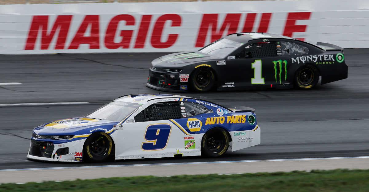 #9: Chase Elliott, Hendrick Motorsports, NAPA Auto Parts Chevrolet Camaro, #1: Kurt Busch, Chip Ganassi Racing, Monster Energy Chevrolet Camaro