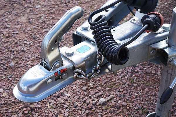 https://pixabay.com/photos/trailers-clutch-trailer-towbar-1581033/