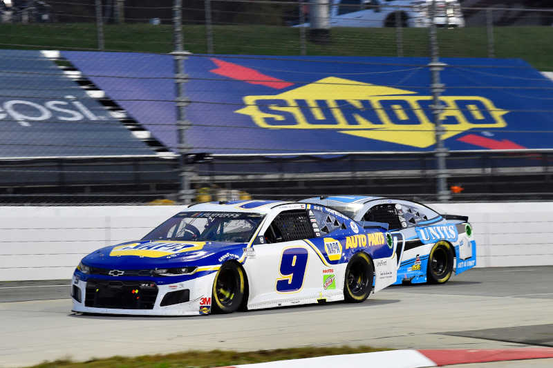 #9: Chase Elliott, Hendrick Motorsports, Chevrolet Camaro NAPA Auto Parts, #00: Quin Houff, StarCom Racing, Chevrolet Camaro UNITS