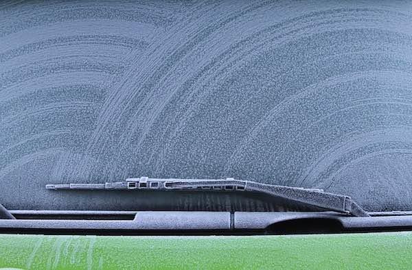 https://pixabay.com/photos/car-windscreen-windshield-wiper-1836574/