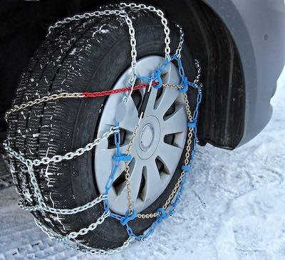 https://pixabay.com/photos/snow-chains-winter-snow-wintry-3029596/