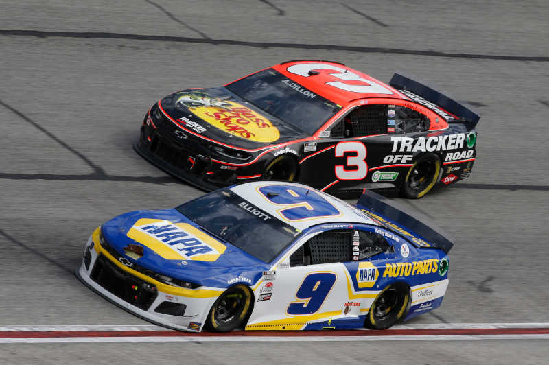 #9: Chase Elliott, Hendrick Motorsports, Chevrolet Camaro NAPA Auto Parts, #3: Austin Dillon, Richard Childress Racing, Chevrolet Camaro Bass Pro Shops/Tracker Off Road