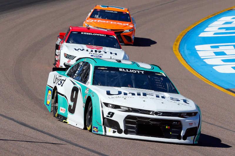 #9: Chase Elliott, Hendrick Motorsports, Chevrolet Camaro UniFirst, #2: Brad Keselowski, Team Penske, Ford Mustang Wurth