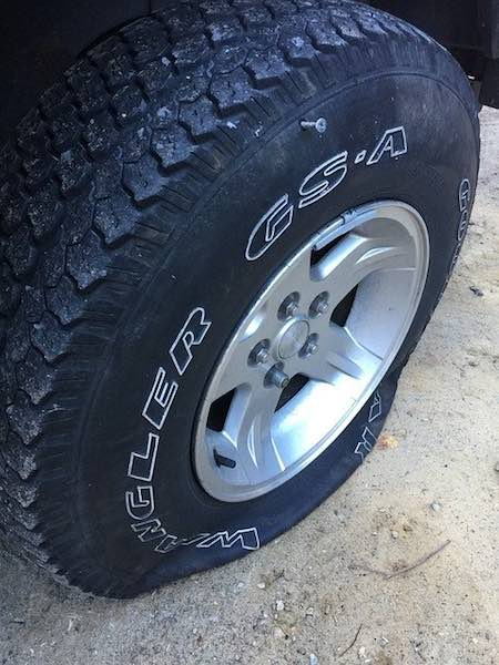 https://pixabay.com/photos/tire-flat-screw-1745544/