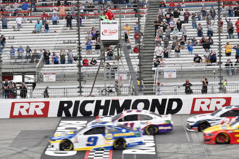 Green Flag Richmond Toyota Owners 400, #9: Chase Elliott, Hendrick Motorsports, Chevrolet Camaro NAPA Auto Parts