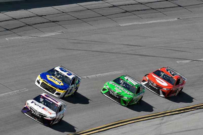 #11: Denny Hamlin, Joe Gibbs Racing, Toyota Camry FedEx Ground and #9: Chase Elliott, Hendrick Motorsports, Chevrolet Camaro NAPA Auto Parts