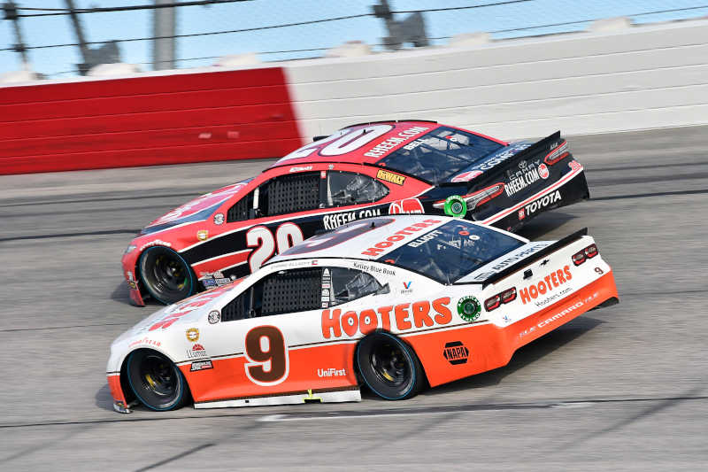 #20: Christopher Bell, Joe Gibbs Racing, Toyota Camry Rheem and #9: Chase Elliott, Hendrick Motorsports, Chevrolet Camaro Hooters Throwback