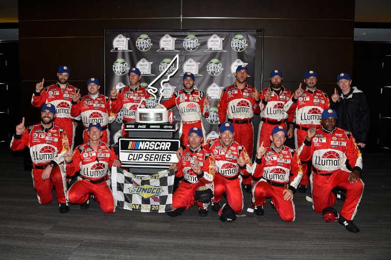 #9: Chase Elliott, Hendrick Motorsports, Chevrolet Camaro LLumar, celebrates in Victory Lane.