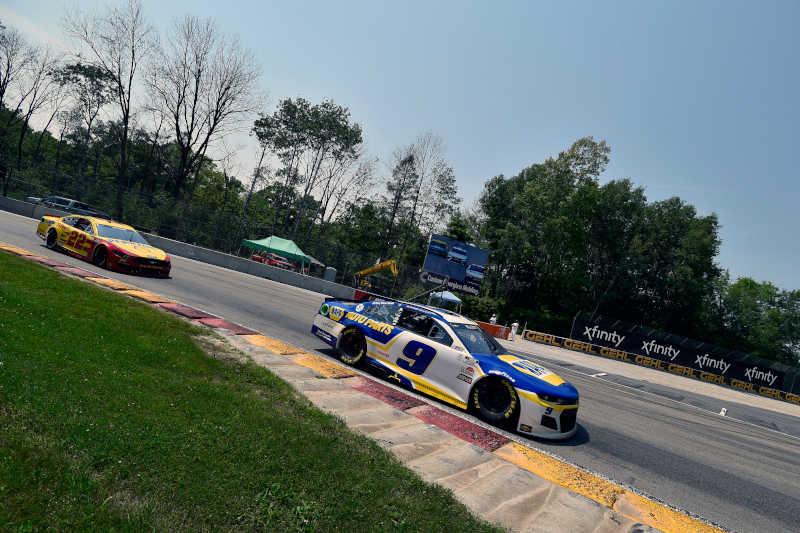 #9: Chase Elliott, Hendrick Motorsports, Chevrolet Camaro NAPA Auto Parts and #22: Joey Logano, Team Penske, Ford Mustang Shell Pennzoil