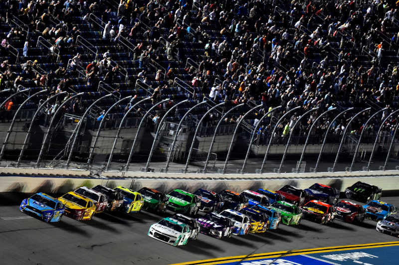 #17: Chris Buescher, Roush Fenway Racing, Ford Mustang Fifth Third Bank, #22: Joey Logano, Team Penske, Ford Mustang Shell Pennzoil, #9: Chase Elliott, Hendrick Motorsports, Chevrolet Camaro UniFirst